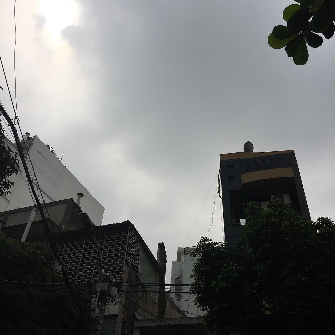 サイゴンは朝からすっきりしない天気 Cloudy sky in#saigon.